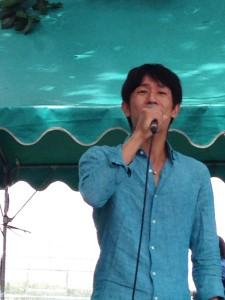 シンガーソングライター・丸石輝正くんのミニコンサート