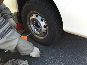 車のタイヤを夏⇔冬タイヤに交換する作業手順