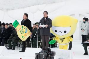 旭川冬まつりの北名古屋市の市長代理のあいさつとポッカレモン100の新キャラクター「レモンじゃ」