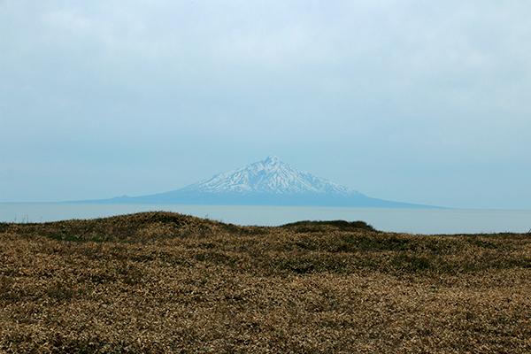天塩川河口付近から見た利尻富士