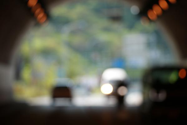 トンネルから撮影したボケ写真