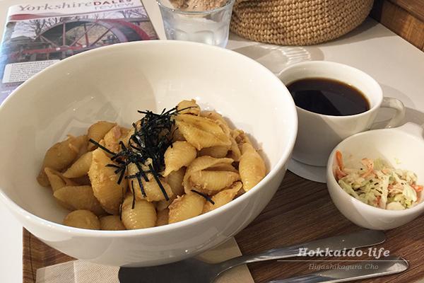 東川町のカフェ「ロースターコースター」の平日ランチセット(和風)