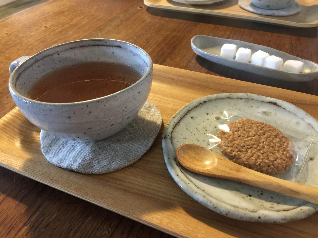 うつわの店「ありす」のティーカップと小皿