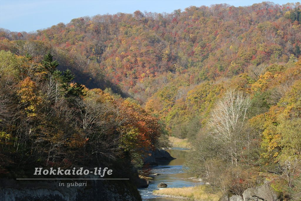 北海道の紅葉の名所「夕張市 滝の上自然公園」