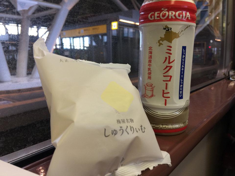 梅屋のしゅうくりーむと北海道限定ミルクコーヒー